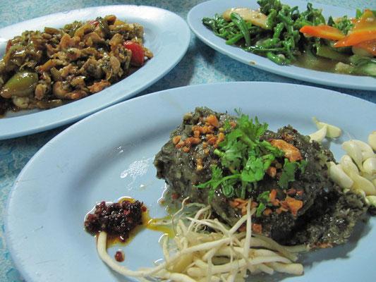 Fleisch, Fisch und Gemüse auf typisch burmesische Art.