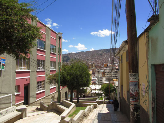 Blick auf La Paz und im Hintergrund auf El Alto.