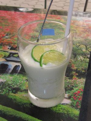 Yoghurtdrink mit frischer Limone.
