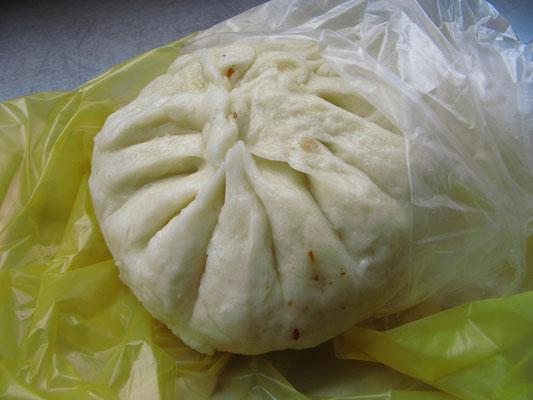 Baozi. Ein gedämpfte, gefüllte Teigtasche.