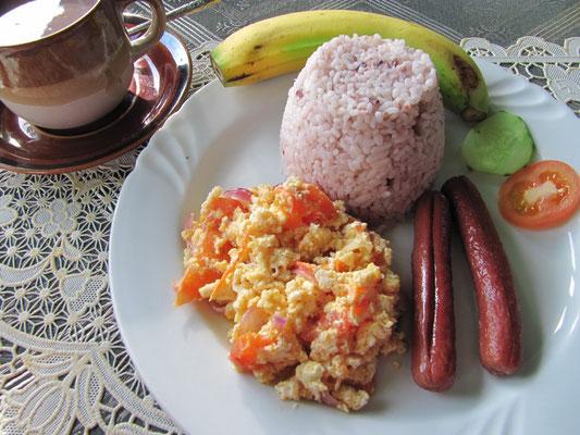 Chihis Geburtstagsfrühstück wurde auf der Speisekarte als philippinisches Frühstück angeboten.