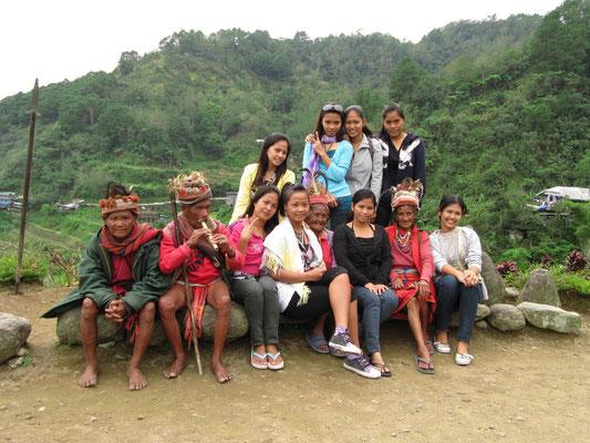 Touristen und Touristenjäger freundschaftlich vereint.
