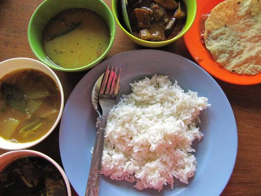 Indisches Thali. Das indische Grundgericht, die Mutter und der Vater aller Speisen, überzeugt überall solange die Qualität stimmt.