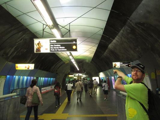 Die Metrô Rio de Janeiro  wurde 1979 eröffnet und besteht derzeit aus zwei Linien mit einer Länge von 40,9 Kilometern und 35 Bahnhöfen.