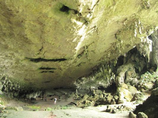 """""""Trader's Cave"""" - Die Höhle der Händler. Sie hat ihren Namen von den vielen Vogelnestsammlern, die jahrzehntelang hier ihre Ware eingesammelt  und selbst dort übernachtet haben."""