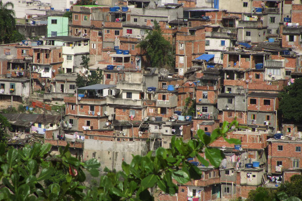 Blick von Santa Teresa auf ein Downtown-Favela.