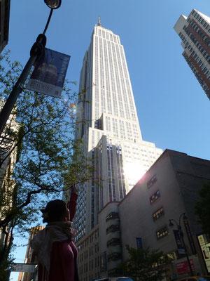 Das Empire State Building ist ein Wolkenkratzer im New Yorker Stadtteil Manhattan.