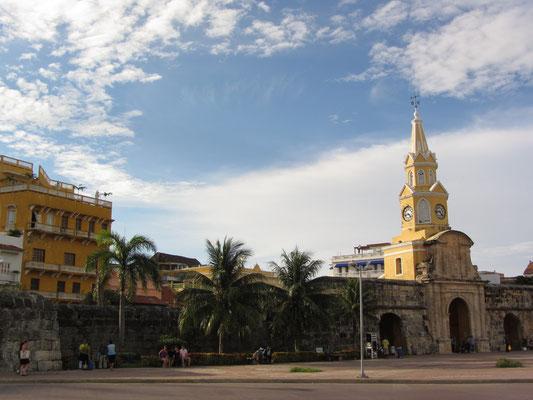Der Torre del Reloj Publico ist das Haupteingangstor zur Altstadt und das Wahrzeichen Cartagenas. Erbaut wurde der Turm schon um 1601.