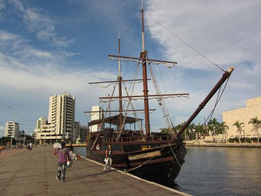 Historischer Schiffsnachbau in der Las-Animas-Bucht.