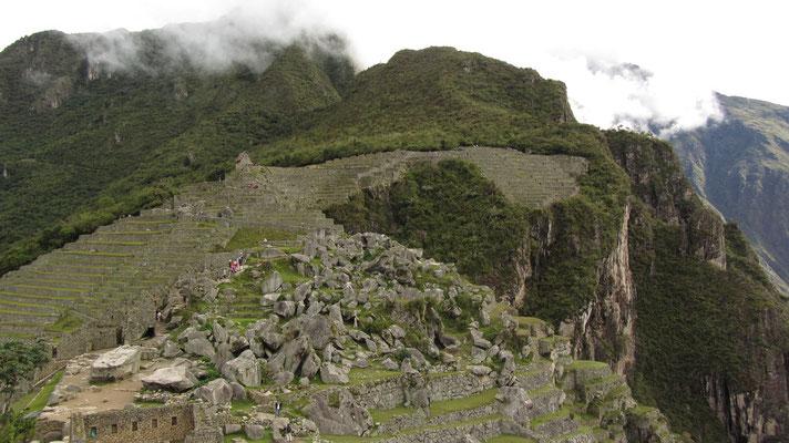 Blick Richtung Süden über die Ruinen hinweg.