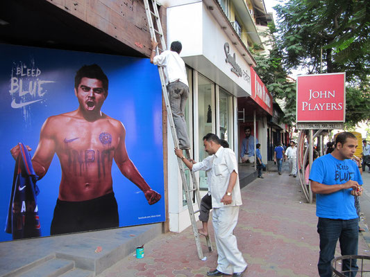 """""""Bleed Blue"""", wenn's nach Nike geht. Auch in Mumbai ist man Cricket-Enthusiast."""