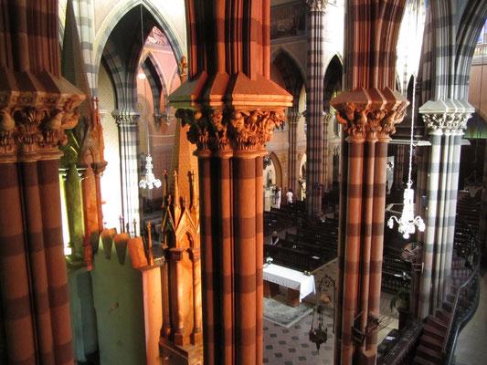 Die ganze Kirche hat etwas Disnyeskes an sich, besonders die Beleuchtung.