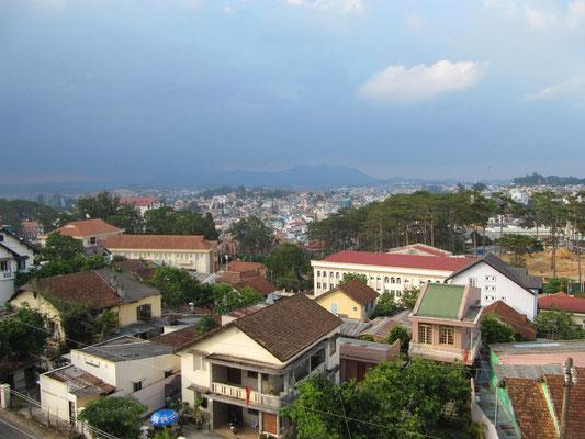 Blick von einem der unzaehligen Balkone. (Hang Nga Crazy House)