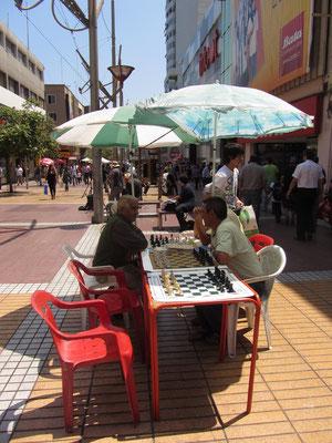 Schachspieler in der Fußgängerzone.