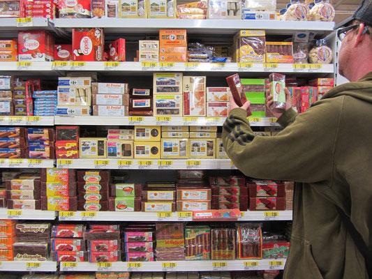 Massenhafte Auswahl an Bocadillos im Supermarktregal. Die fruchtige Paste schmeckt hervorragend zu Käse und wird in dieser Kombination auch auf der Straße verkauft.