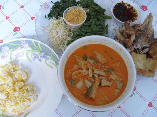 Artichockencurry, Tofu, Tempe, Fisch, Gemüseplatte und Mais-Reis.