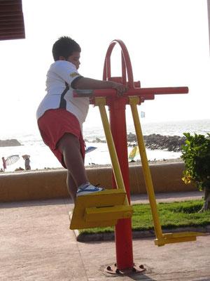 Kleiner Fettwanzt beim Sporteln.