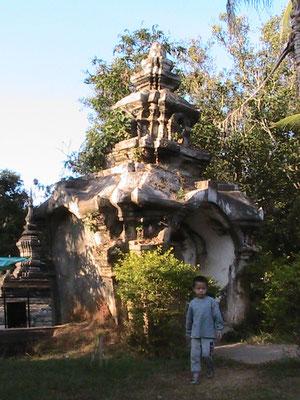 Eingangstor (Wat Wisunalat).