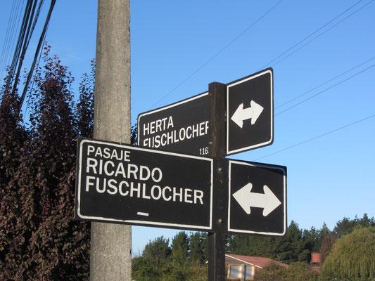 Die Keuzung der Fuschlochers in einer Nachbarschaft in Osorno. Soviele wichtige Fuschlochers.