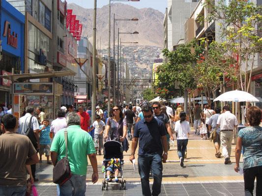 Paseo Prat, die belebte Füßgängerzone.