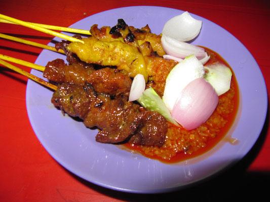 Malayische Chicken & Beef Satay Spieße.