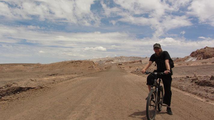 Das Tal erstreckt sich als Teil der Atacama-Wüste nahe dem Salar de Atacama und dem Vulkan Licancabur und bildet den sechsten Sektor des im Jahre 1990 gegründeten Nationalparks Los Flamencos. Es liegt 17 km von der Stadt San Pedro de Atacama entfernt.