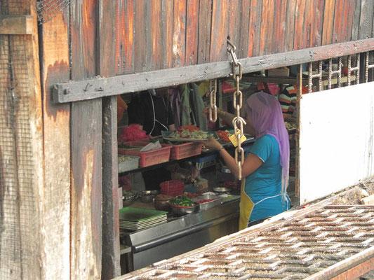 Straßenrestaurant in Kampung Baru.