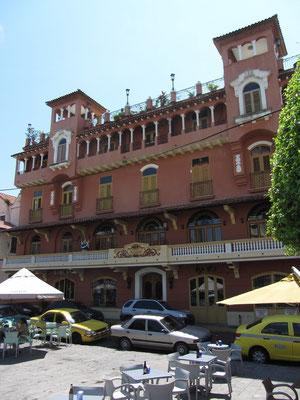 Sogar Franziskaner Weissbier wurde gegenüber der Franziskanerkirche in diesem Restaurant/Hotel angeboten. (Casco Antiguo)