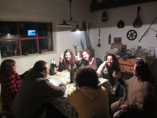Hausparty mit Tobis Freunden.