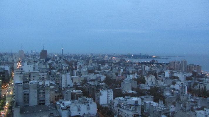 Blick auf die Stadt vom obresten, mit dem Fahrstuhl erreichbaren, Stockwerk des Palacio Salvo.