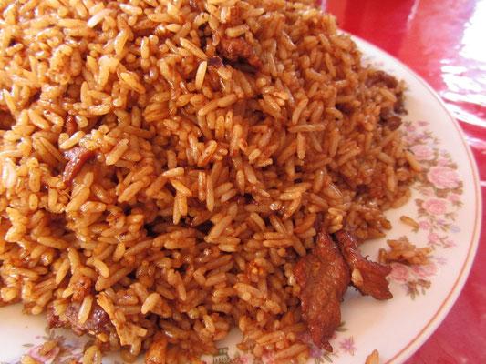 Gebratener Reis mit Fleisch.