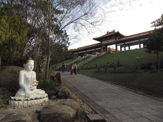 Der Zu-Lai Tempel in Cotia im Bundesstaat Sao Paulo ist der größte buddhistische Tempel Lateinamerikas.