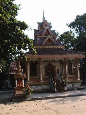 Der Haw Pha Kaew ist ein königlicher Tempel, der zur Aufbewahrung der berühmten Emerlad Buddhas errichtet wurde. Heute beherbergt er die beste Sammlung von Buddhafiguren in Laos.