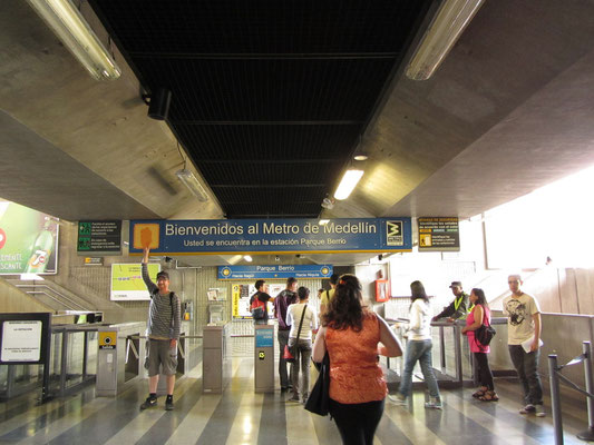 In der Estacion Parque Berrio. Medellin hat die einzigste Metro des ganzen Landes.