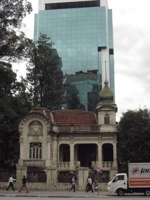 Kontraste auf der Avenida Paulista.