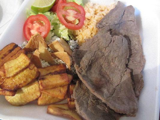 Rindfleisch, Platano (Kochbanane), Reis und Mus.