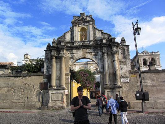 Die Iglesia de San Francisco aus dem 16. Jahrhundert mit dem Grab von Hermano Pedro de San Jose Betancourt, das heute immer noch sehr verehrt wird.