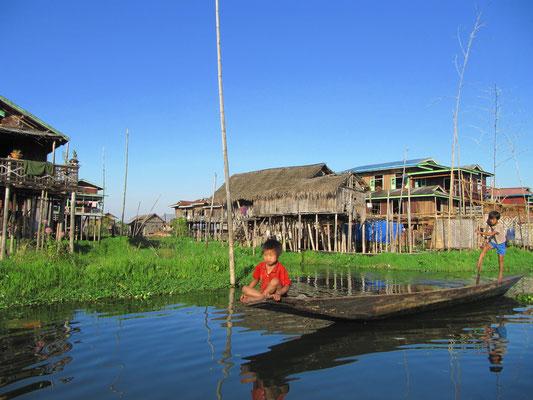 Hier lernt jedes Kind als erstes ein Boot zu rudern. Fahrradfahren vielleicht später, wahrscheinlich nie.