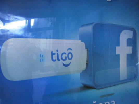 Überall online sein, überall Facebookzugang. Das lässt das Herz der meisten jungen Bolivianer höher schlagen.
