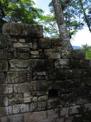 Der Tempel der Inschriften ist voll mit Hieroglyphen in seinen Wänden.