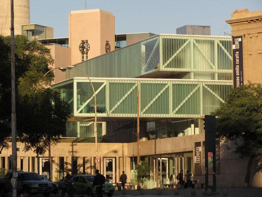Das MEC (Museo Provincial de Bellas Artes Emilio E. Carrafa), an der Plaza España, ist mit seinen wechselnden Ausstellungen das bedeutendes Kunstmuseum der Stadt.