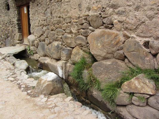 Die Fundmente stammen noch aus der Inka-Zeit.