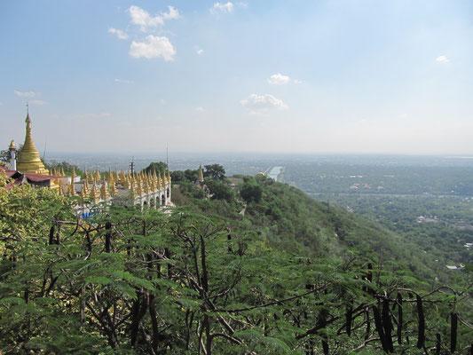 Blick vom Gipfeltempel. (Mandalay Hill)