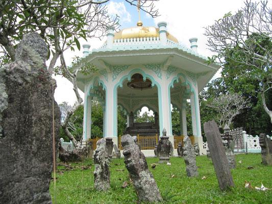 Das Kota Batu Mausoleum.