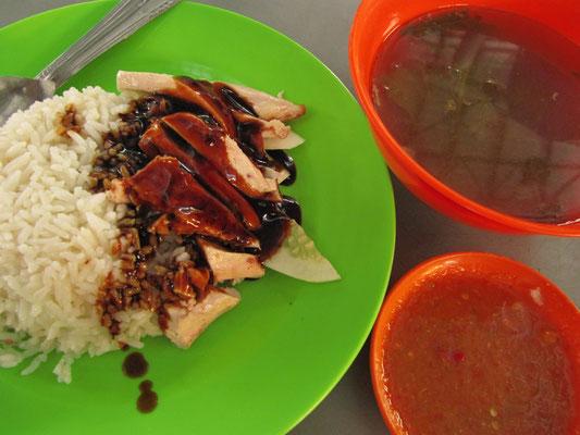 Roasted Chicken Rice. Einfacher & besser geht's nicht. Die gesunde, saure Suppe wird immer mitgeliefert.