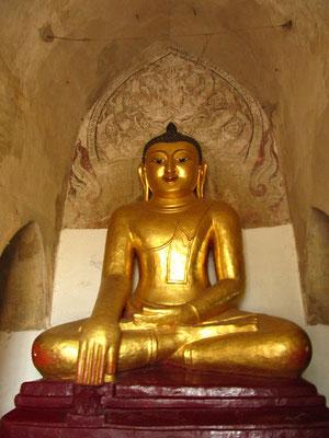 Goldene Buddhastatue. (Gaw-Daw-Palin)