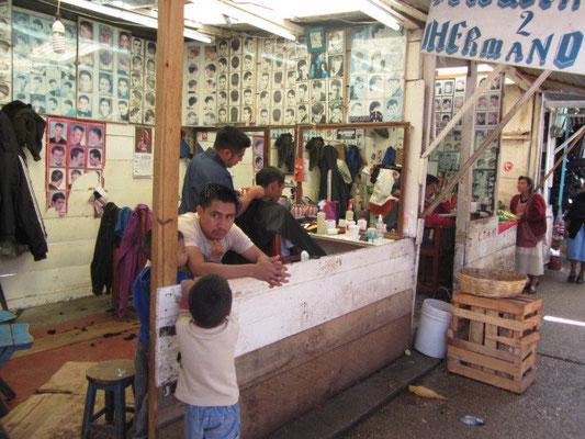 Friseurladen im Markt.