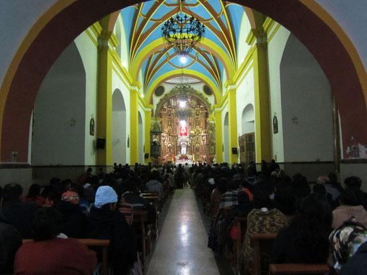 Gutbesuchte Weihnachtsmesse in der Kathedrale.