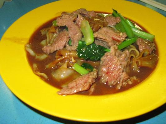 Rindfleisch-Nudeln in Soße.