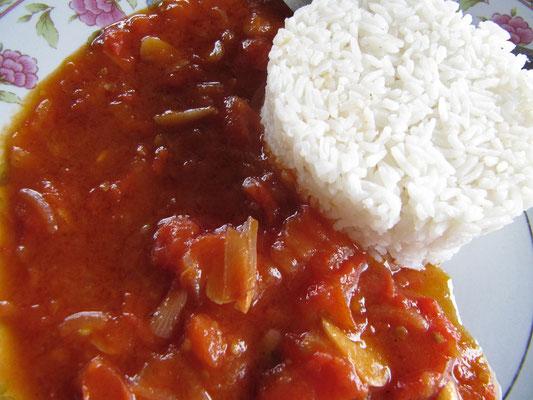 Reis mit Tomatensoße. (Chihis Idee!)